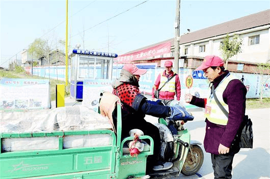 江陵县设105座村头交通安全劝导站 守望乡亲出行