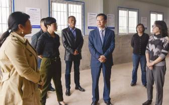 曾菁华希望努力建成全市中药材标准化种植示范基地