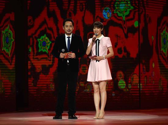 演员刘劲和北京电视台主持人悦悦担任主持图片