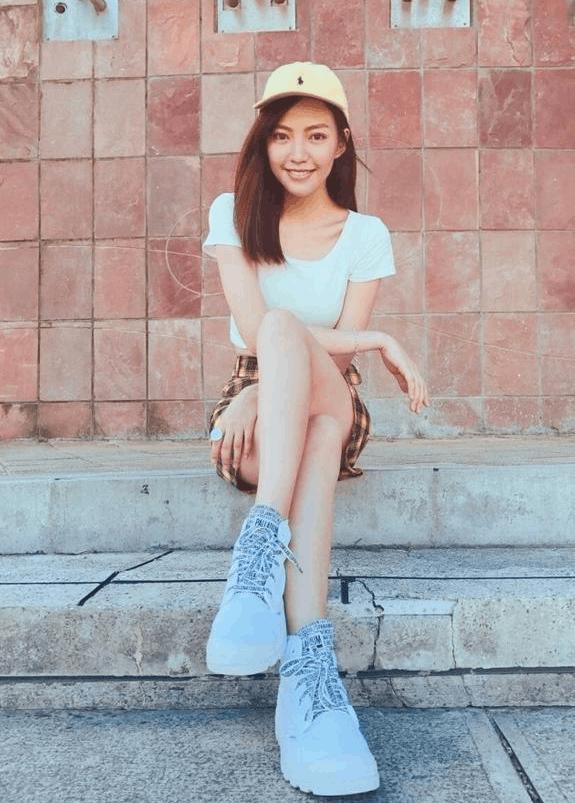 焦恩俊零点为爱女庆生 焦曼婷运动装秀美腿
