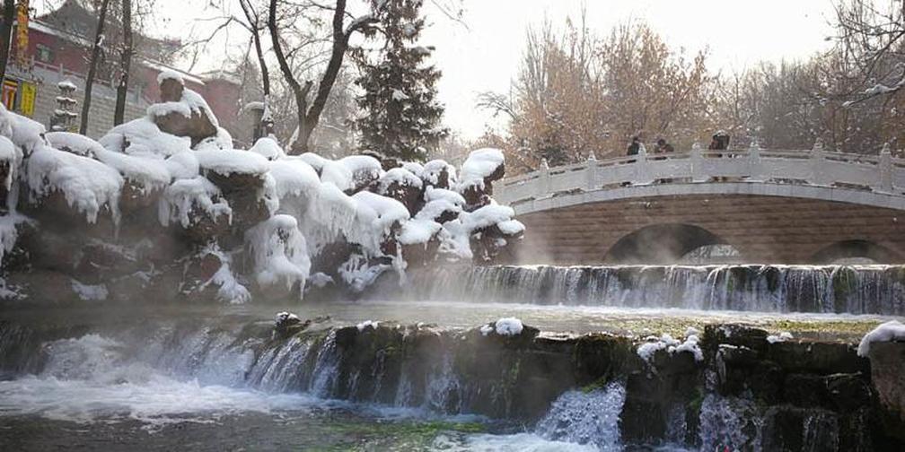 冬日水磨沟风景区山雪辉映 宁静至美