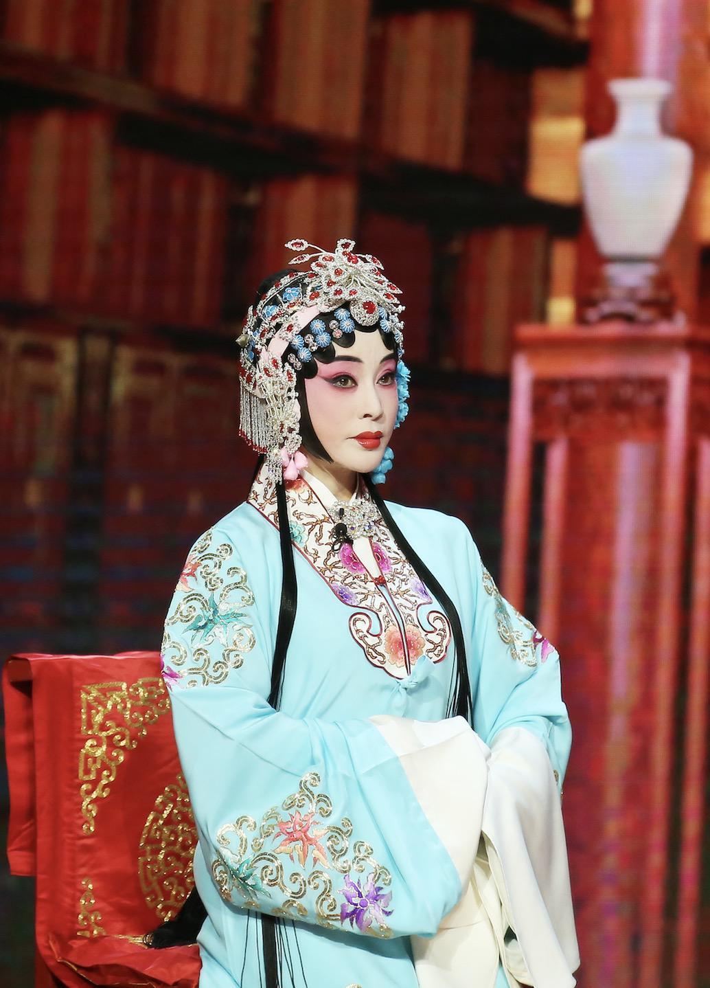 《传承中国》获赞 刘晓庆得京剧名家亲授