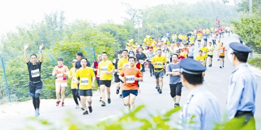 2018三门峡黄河国际马拉松赛举行