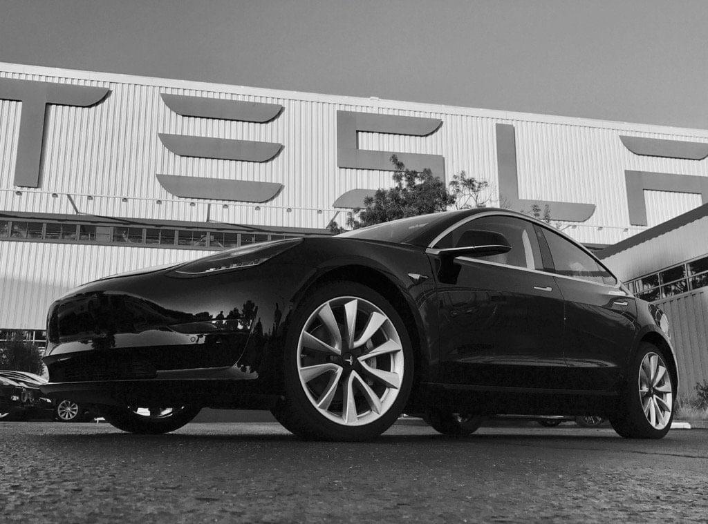 特斯拉CEO马斯克:首辆Model 3已下线 自己是车主