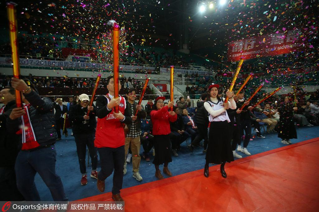 史上首次!广州诞生季后赛球队 现场放庆祝礼炮