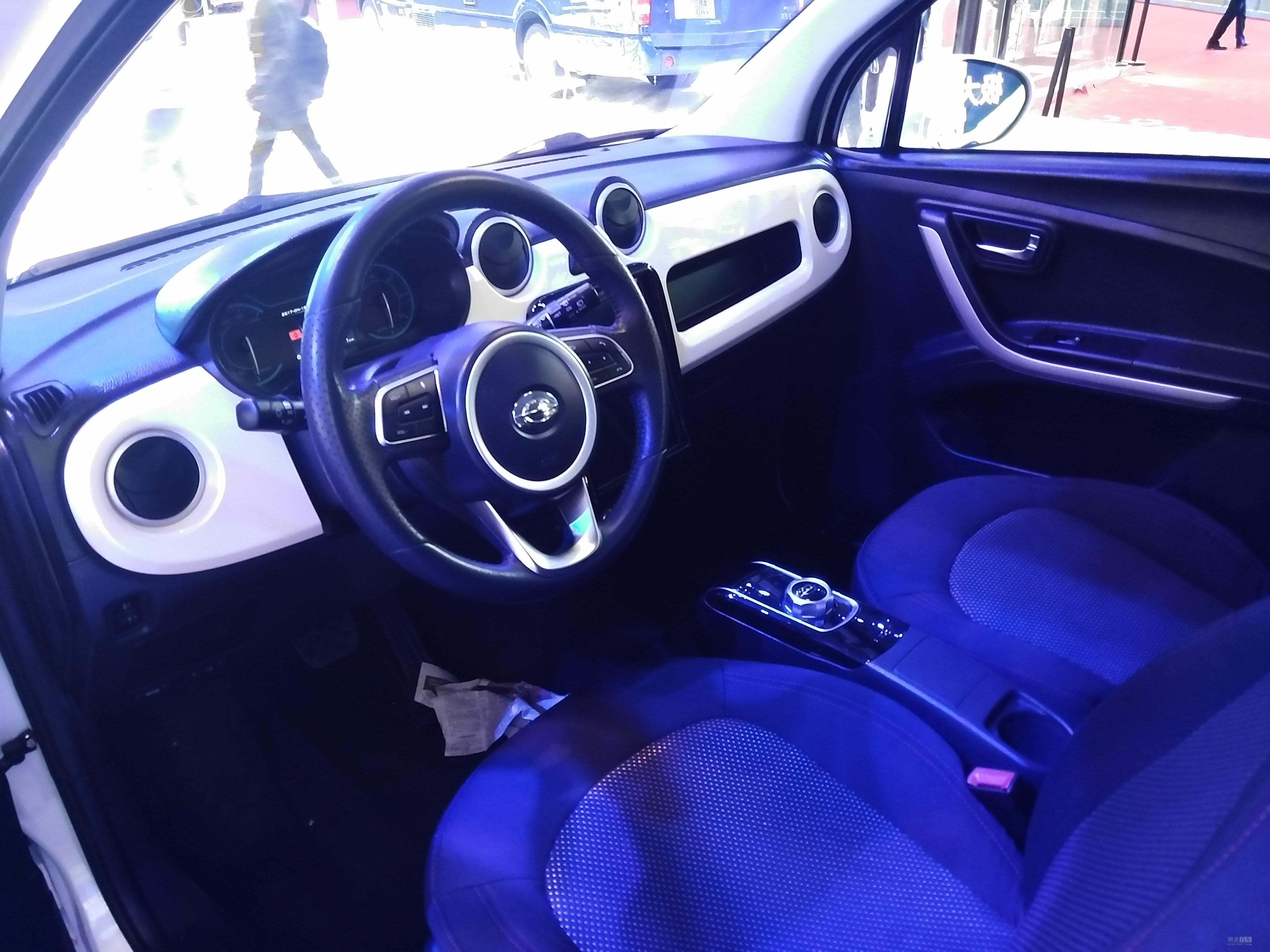 2017上海车展:长江汽车EV逸酷正式亮相