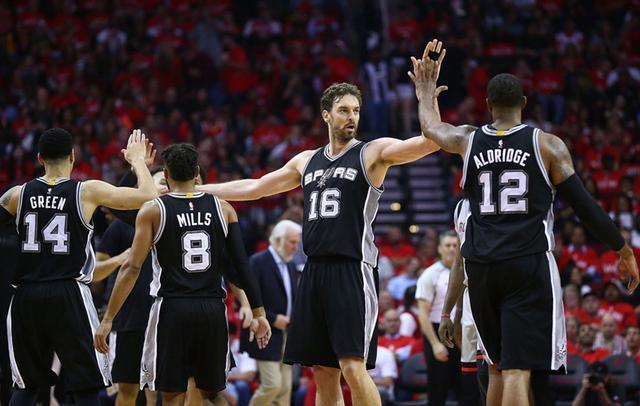 NBA-马刺爆冷赢勇士扳1-1?博彩公司给出最新观点!