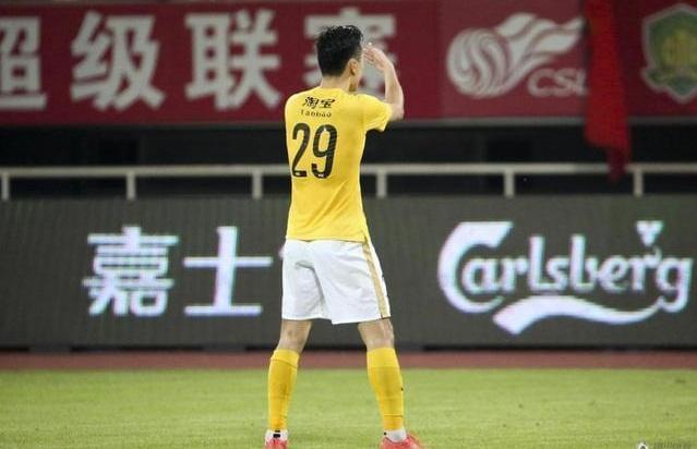 作为一名职业球员,郜林很清楚自己身上的争议点太多。