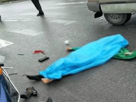 公交车与电瓶车碰撞 咸宁通城女子当场死亡