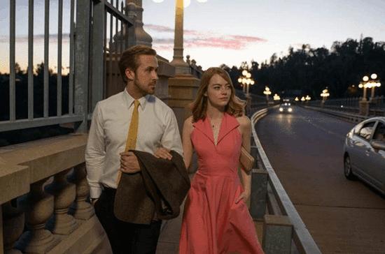 《爱乐之城》狂扫金球7奖 近期可网络观看