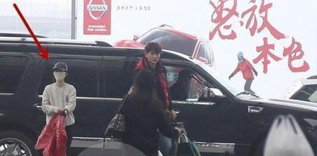 郭敬明的身价过10亿 座驾最喜欢大块头