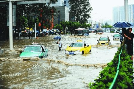 暴雨致东莞全市46处道路水浸 多条主干道严重拥堵