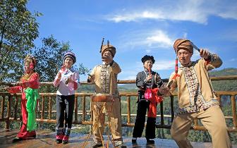 """五一假期  天坑寨子成为网红重庆另一""""打卡""""旅游圣地"""
