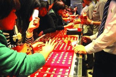 婚嫁高峰促使珠宝饰品消费升温 8090后成购买主力