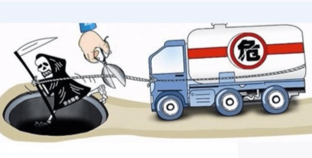"""货车非法运输氩气罐 咸安民警急除""""移动炸弹"""""""