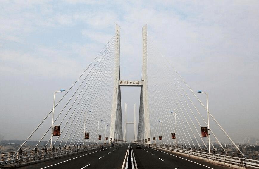 21日起,荆州长江大桥桥面交通将改为单车道通行
