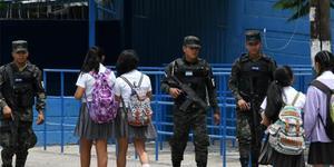 洪都拉斯学生屡遭黑帮毒手 政府派军警护送