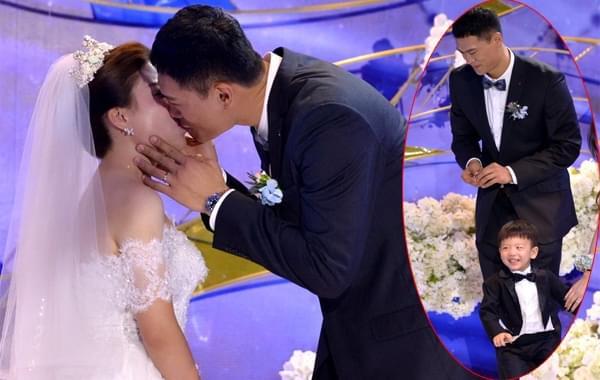 吴轲办婚礼儿子送婚戒 山东全队祝贺