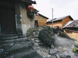 南宁深山里藏了座清代古村庄 土瓦房、石板路