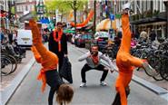 荷兰民众上街庆祝国王日