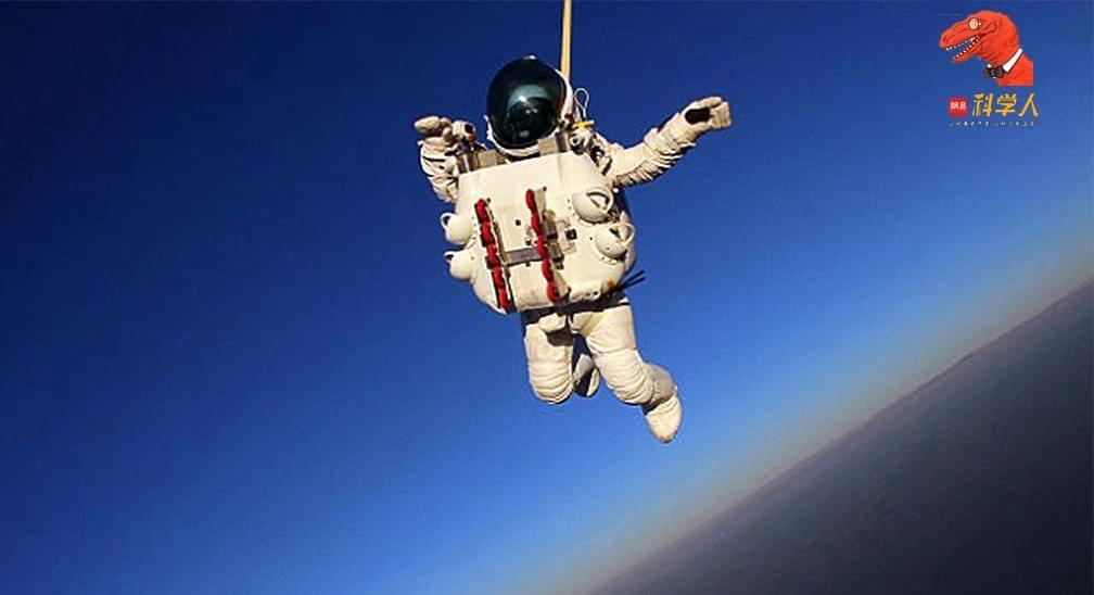 从大气层边缘一跃而下:谷歌副总是如何打破跳伞