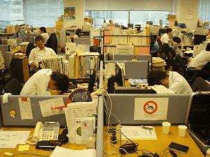 """日本年轻人频频""""过劳死""""引发社会反思"""