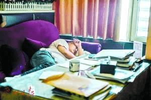 50岁高考生21次落榜:没上过大学的人是残废