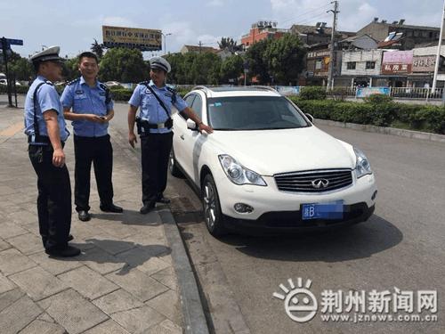 荆州交警一大队与三大队紧密合作 抓获事故逃逸车