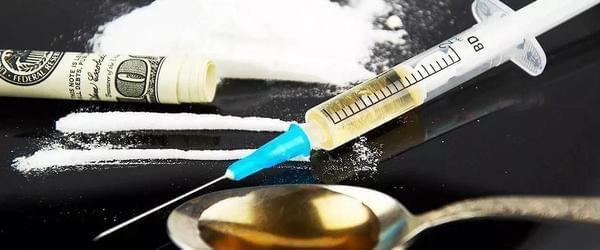 """合成毒品,中国药物滥用者的新""""鸦片"""""""