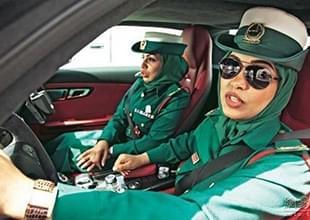 艳福不浅?迪拜住店 女警开4700万警车开道