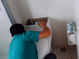 马桶渗水的原因有哪些 几分钟找到马桶漏水的源头