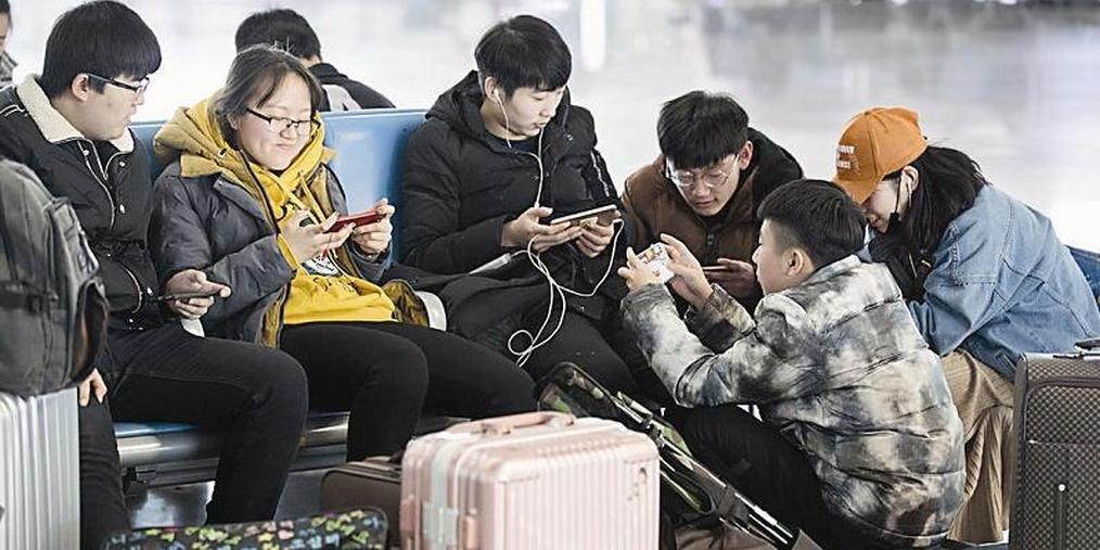 太原南站:归途无远近 手机解乡愁