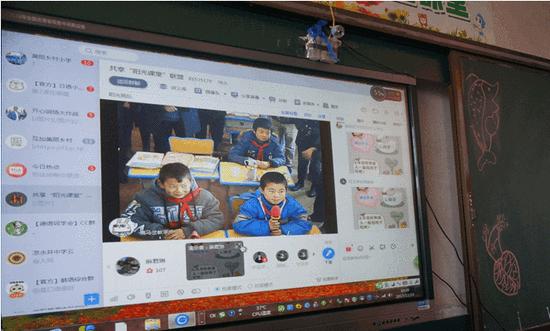 鹿马岔小学参与网络直播课的画面