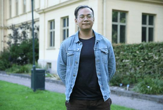 中国留学生闫翔坤在校园中