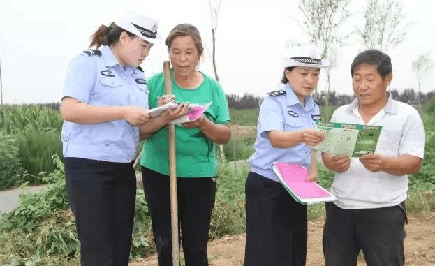 农忙时节把酒欢 绛县交警宣传送安全