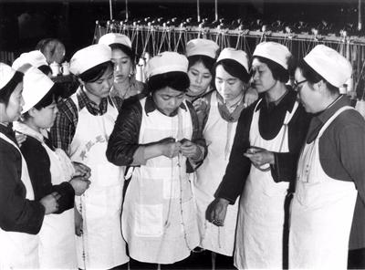 【草原群英·回望70年】毛纺女工个个都是穆桂英