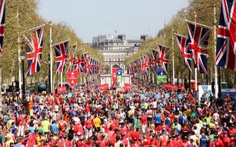伦敦马拉松完赛人数超4万 年龄最大者87岁