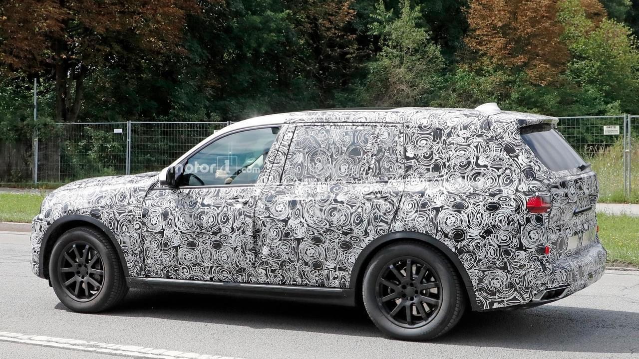 或明年亮相 宝马旗舰SUV X7最新路试谍照