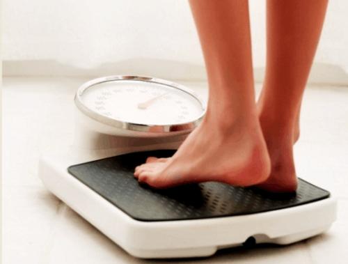 日本调查:父母吸烟或致子女肥胖 需防被动吸烟