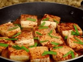 用洋葱来煮豆腐 这方法也是够绝!