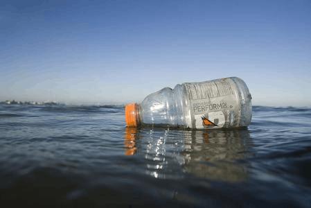 南太平洋小岛被塑料垃圾淹没:每平米高达671件