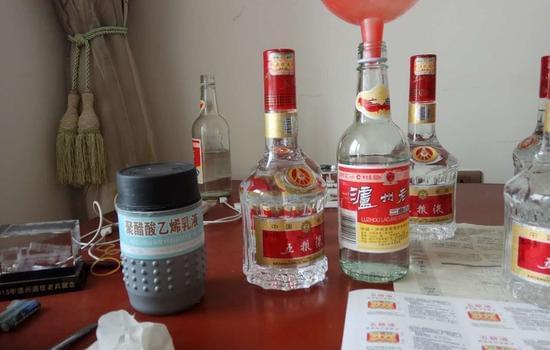 温州一老赖家中堆放着大量贵州茅台、五粮液