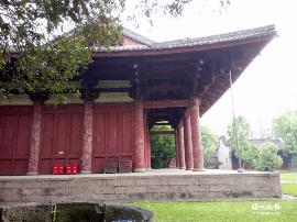 千年华林寺闭门修缮屋面 主要解决大殿渗漏问题