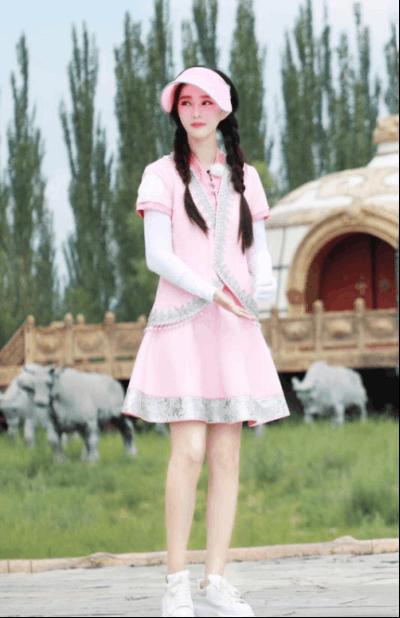 范冰冰《挑盟3》内蒙古当训练生 双麻花造型可爱