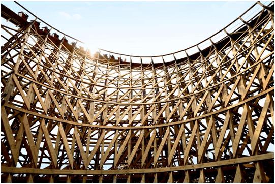 """重庆娱乐新""""趣""""处 西南最大木质过山车欢乐谷迎客"""