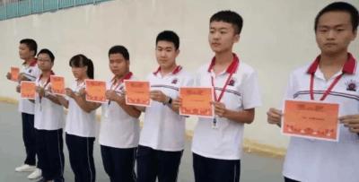 冀州中学举行最安静教室主题升旗仪式