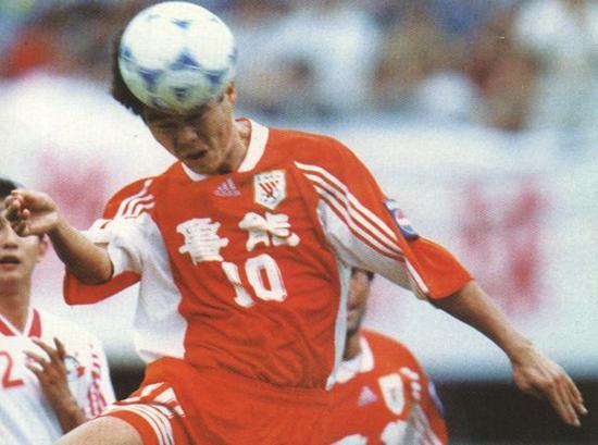 在中国踢球,你不光要头球好数学棒酒量大,还得身高过185