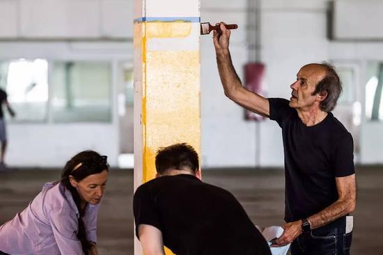 贾跃亭展示法拉第未来新厂房 自称未来正在打开