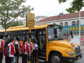 7000余学生坐上专业校车 城阳农村校车全覆盖