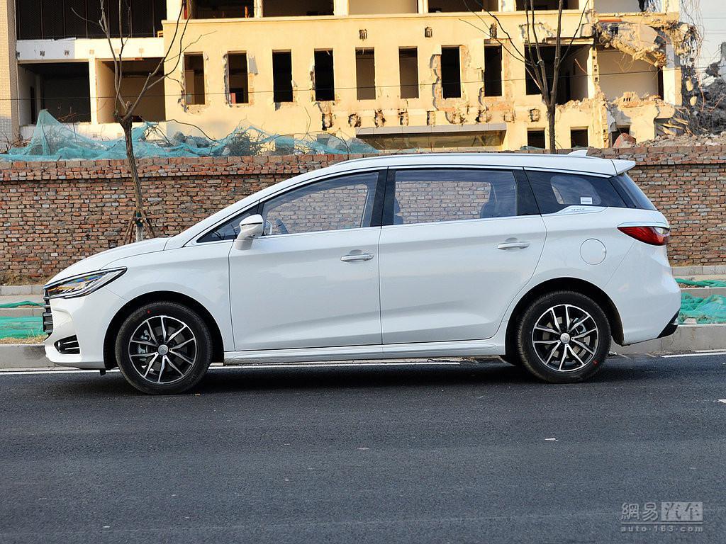 售价区间不变 比亚迪宋MAX推6座版车型